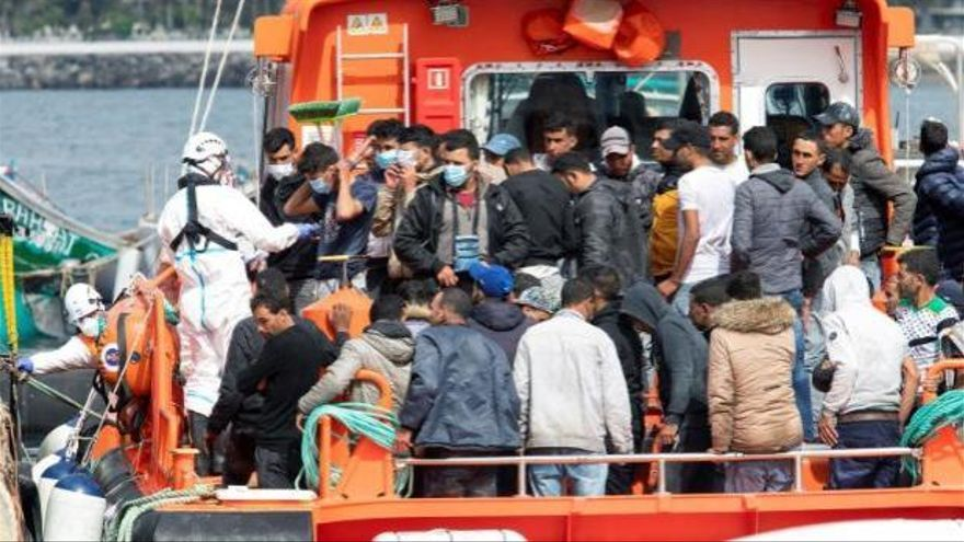 Rescatan a 33 migrantes a 160 kilómetros de Gran Canaria