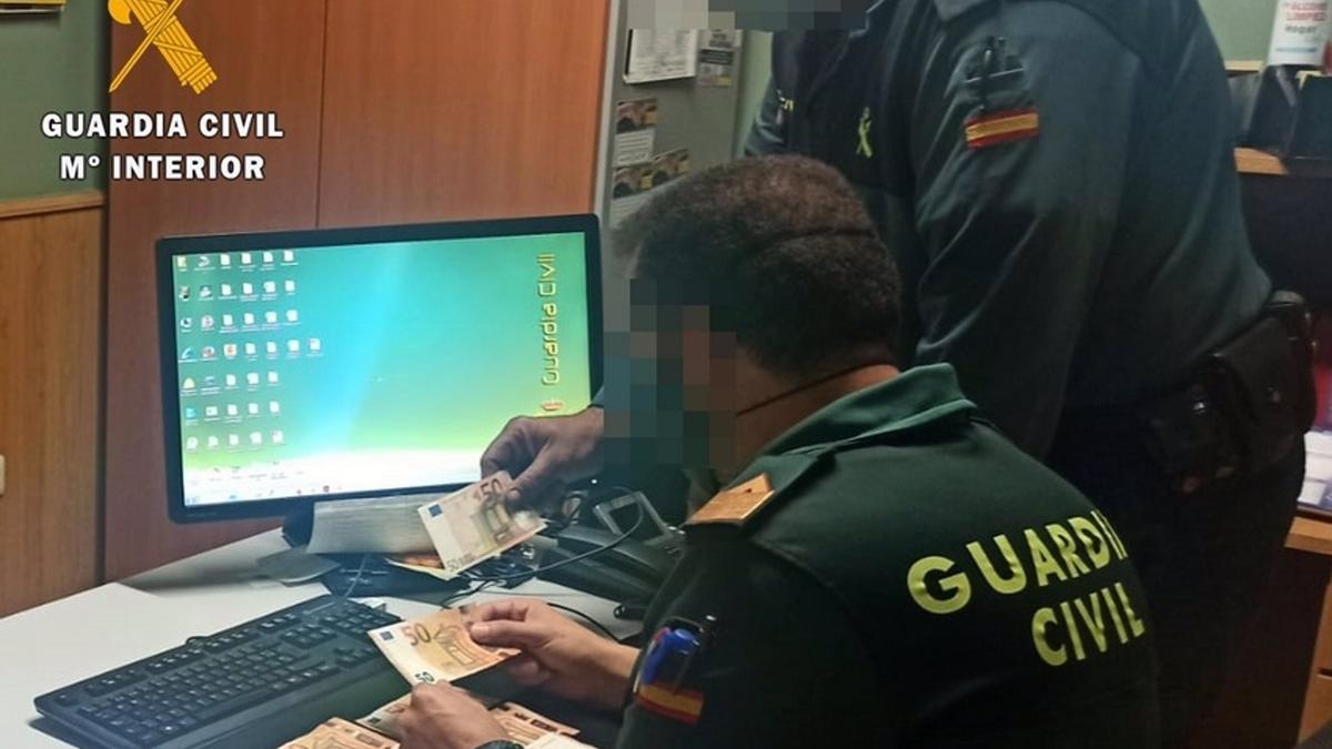 Dinero recuperado por la Guardia Civil a una asistenta que lo había sustraído de un domicilio.