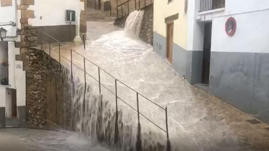 Aemet mantiene la alerta amarilla por lluvia y granizo en el interior de Castellón