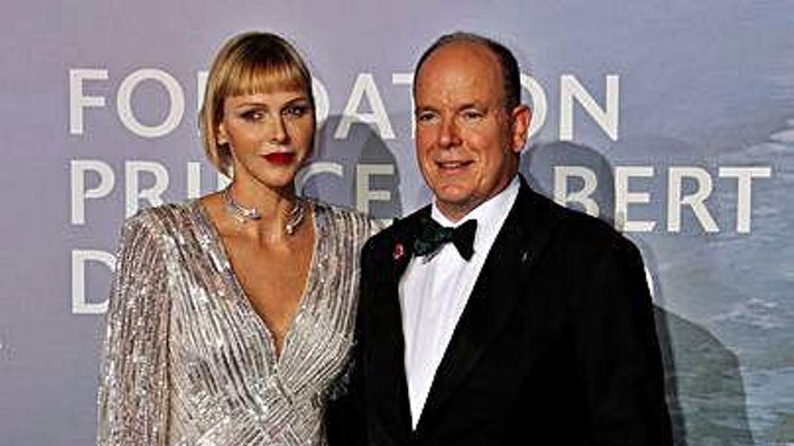 Alberto y Charlene de Mónaco ejercen de anfitriones de Mirren y Depp