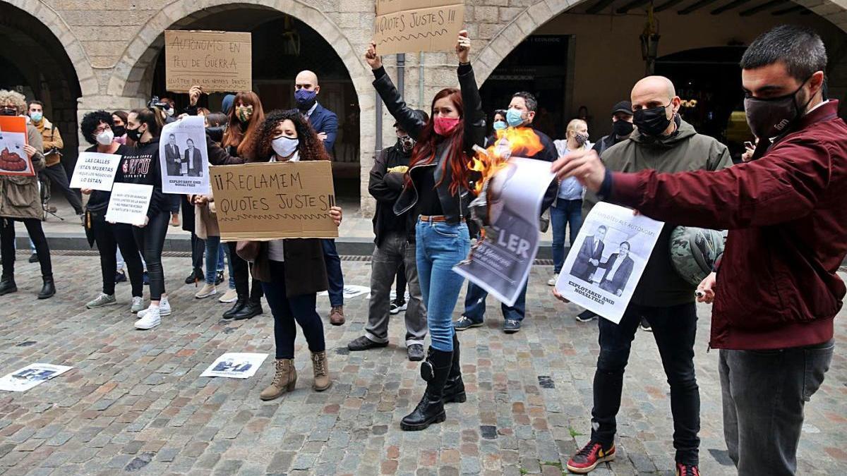 Un grup d'autònoms durant una protesta enmig de la pandèmia