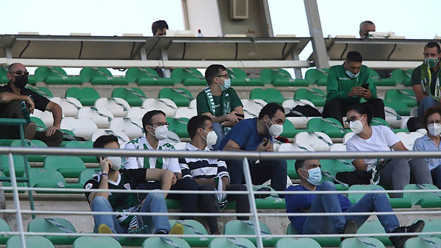 Aficionados asistentes al encuentro Córdoba CF-Balompédica Linense