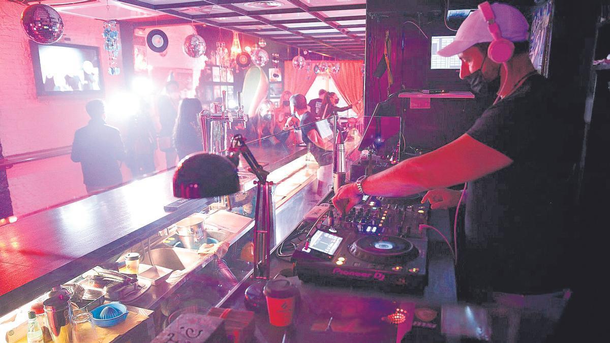 Una discoteca abierta en época de pandemia.