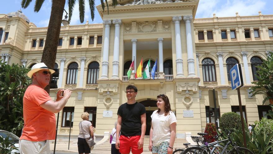 Todos los grupos municipales apoyan bajar un 10% la tasa de terrazas en Málaga