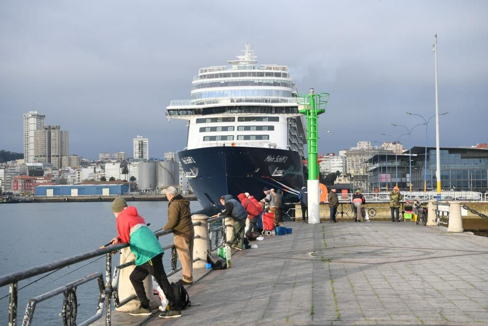 Primera escala del ''Mein Schiff 2 New'' en A Coruña