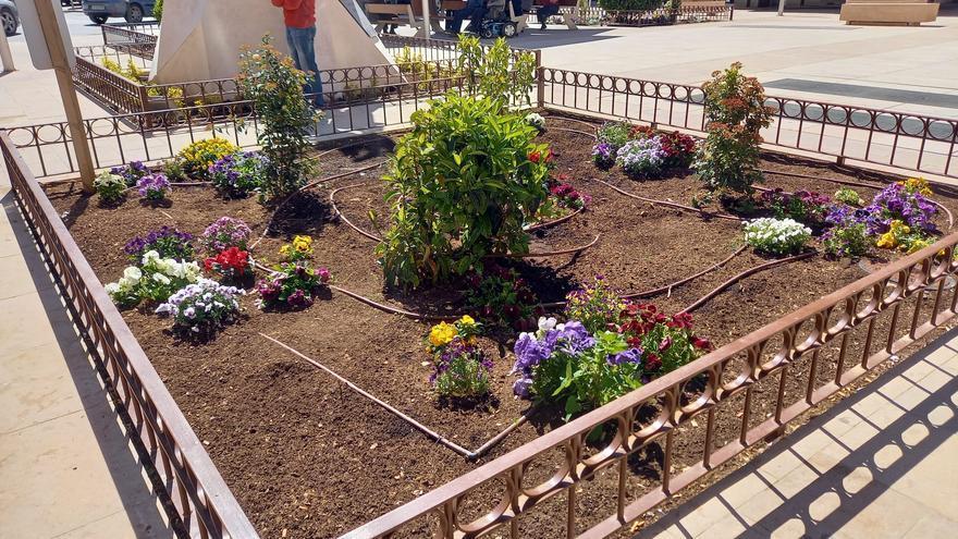 Utiel denuncia los actos vandálicos en los jardines remodelados recientemente
