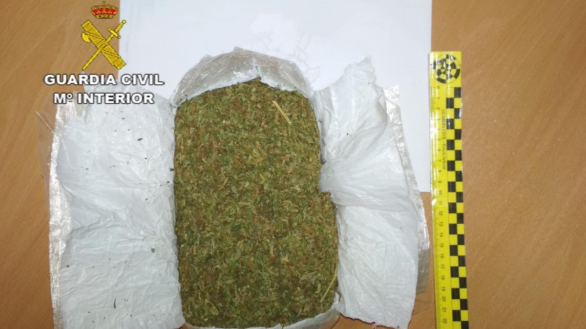 Detenido en Cáceres con 500 gramos de marihuana prensada en su vehículo