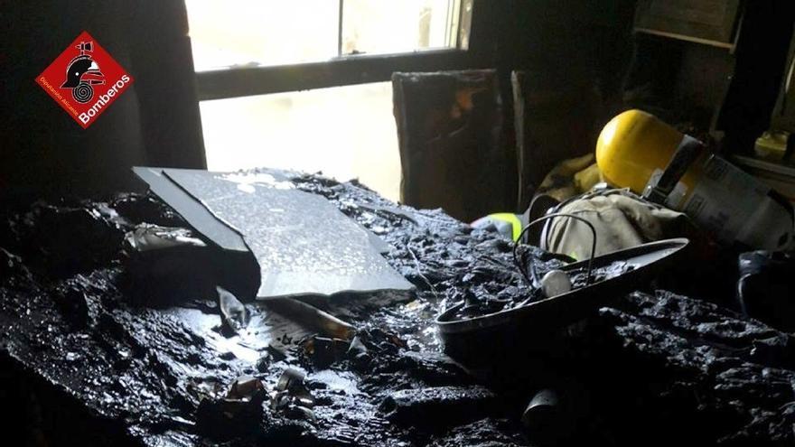 Fallece una anciana en el incendio de su vivienda en Alcoi