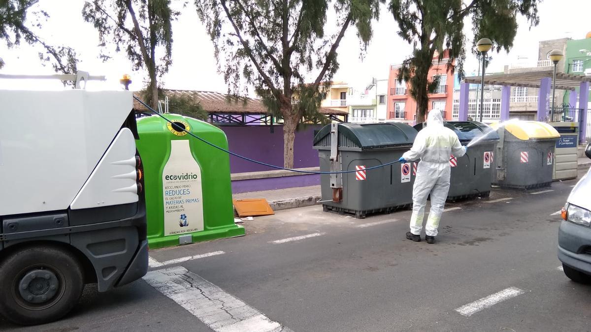 Trabajadores de Limpieza llevando a cabo sus tareas