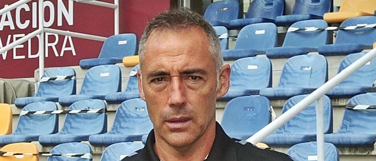 Ángel Rodríguez en su presentación como entrenador del Pontevedra en Pasarón.