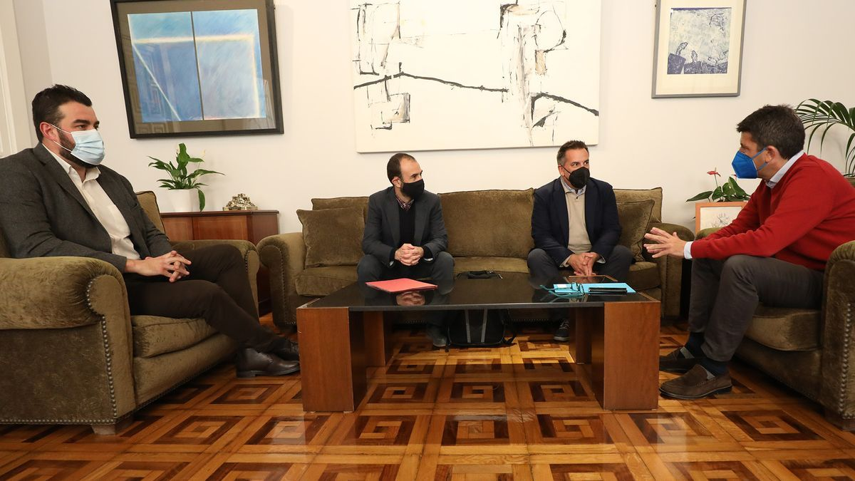 Un momento de la reunión de Carlos Mazón y José Mancebo con el presidente y el secretario general de la asociación de campos de golf