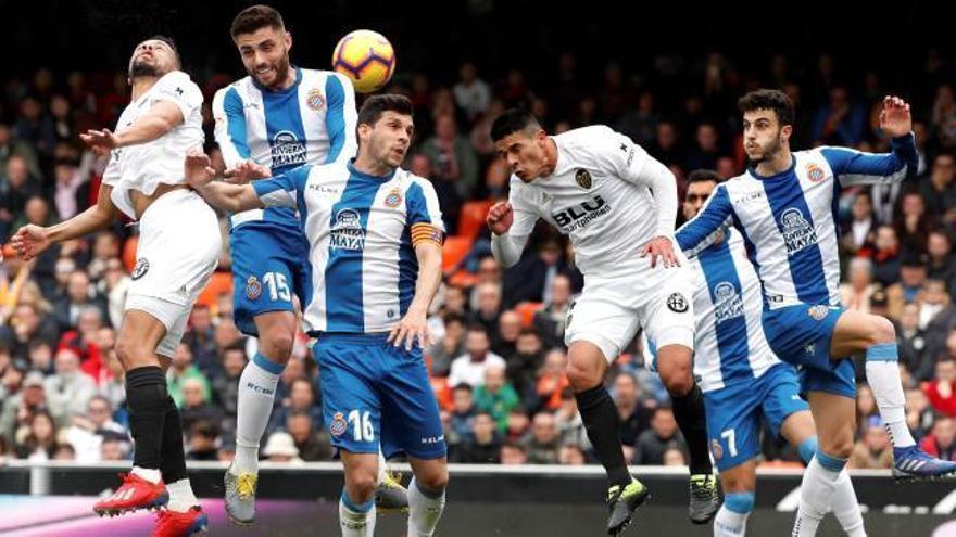 La seguretat defensiva allunya a sis punts l'Espanyol dels llocs de descens