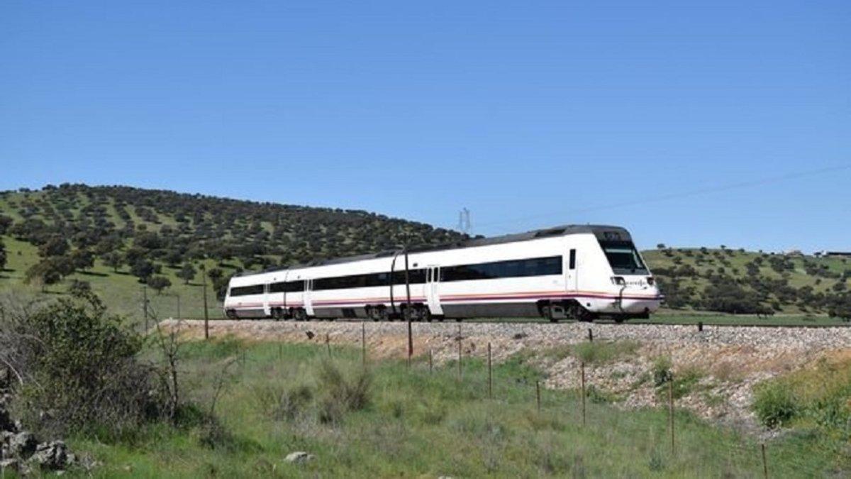 Una incidencia en el indicador de combustible provocó el contratiempo en el tren Cáceres-Madrid