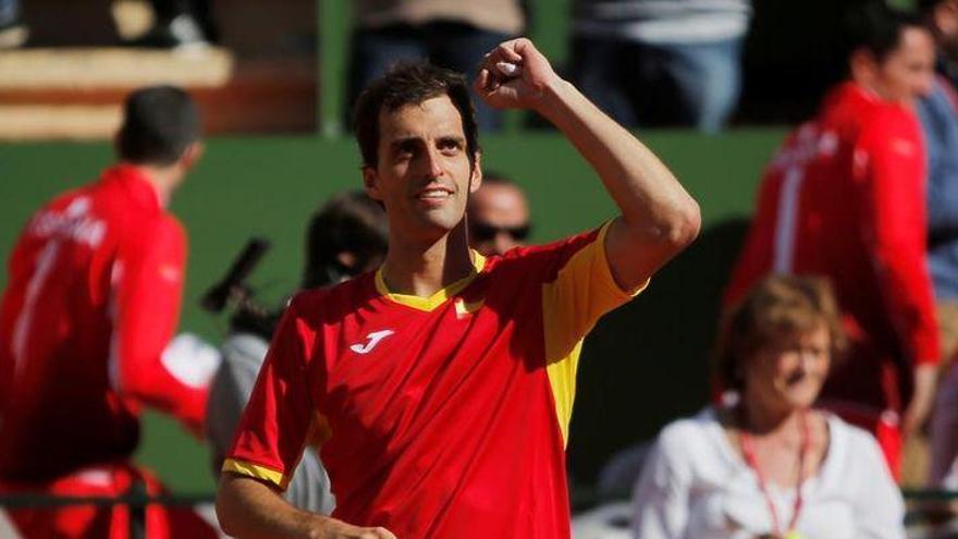 España pasa a los cuartos de la Copa Davis con sufrimiento