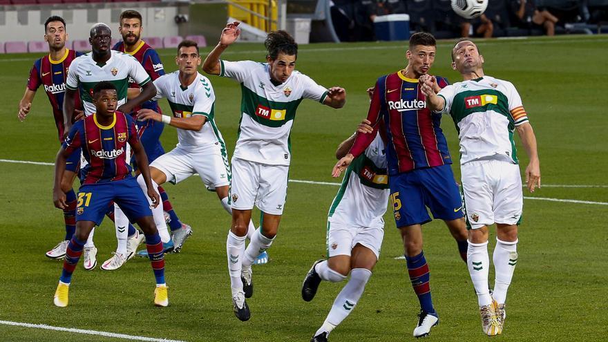 El Elche da la cara en el Camp Nou (1-0)