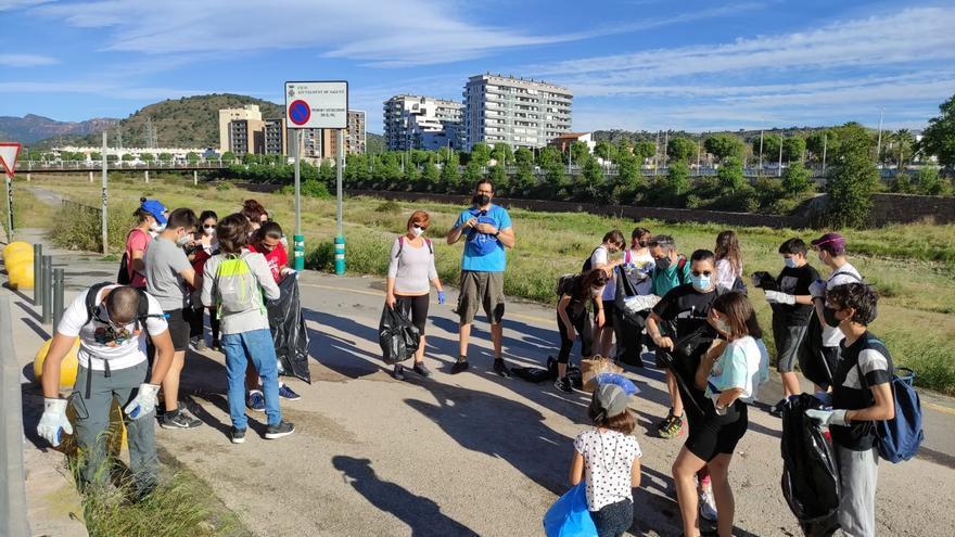 Unas 200 personas limpiaron y reforestaron el río en Sagunt