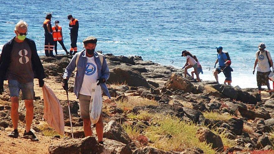 Limpieza del litoral de Playa Blanca