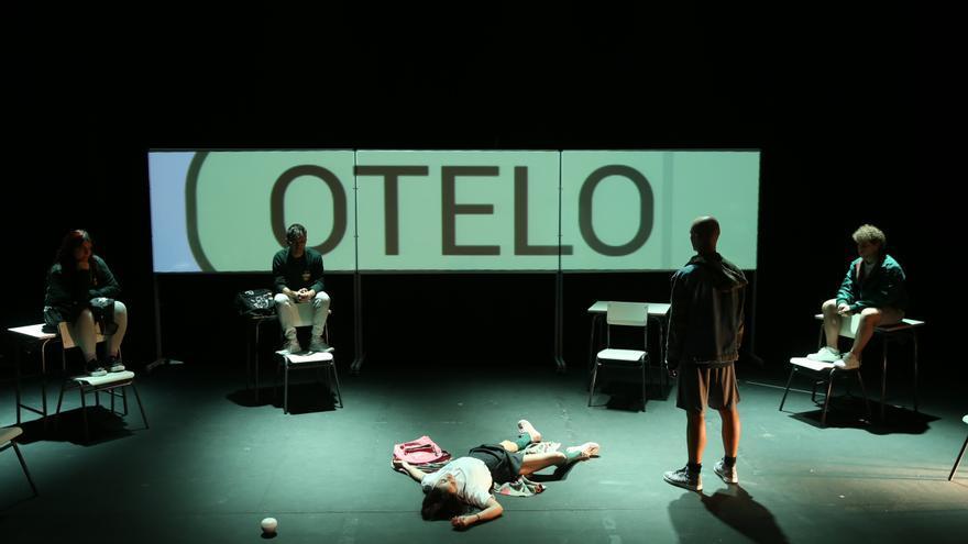 El Teatro Cánovas reanuda su agenda con una versión para adolescentes de «Otelo»