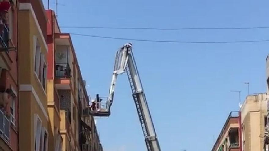Siete personas atendidas en el incendio de una vivienda en Torrent