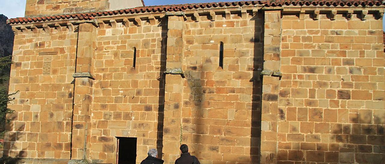 Exterior de la iglesia de  San Pedro de Arroxo. | R. F. O.