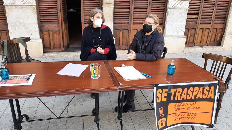 Restauradores y comerciantes de Llucmajor recogen firmas para que los políticos de Balears se bajen un 30% el sueldo