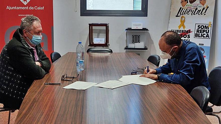 L'artista Ramon Puigpelat cedeix  llibres a l'Ajuntament de Calaf