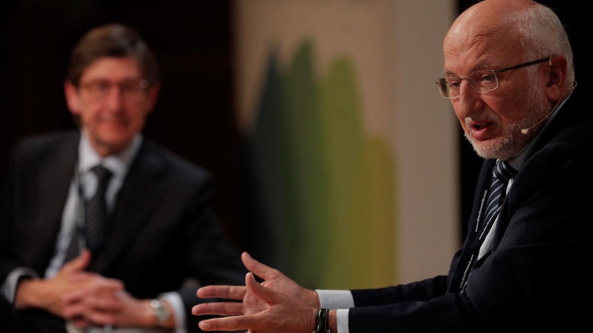 El presidente de Bankia, José Ignacio Goirigolzarri (izqda), y el de Mercadona, Juan Roig, durante su intervención en el congreso