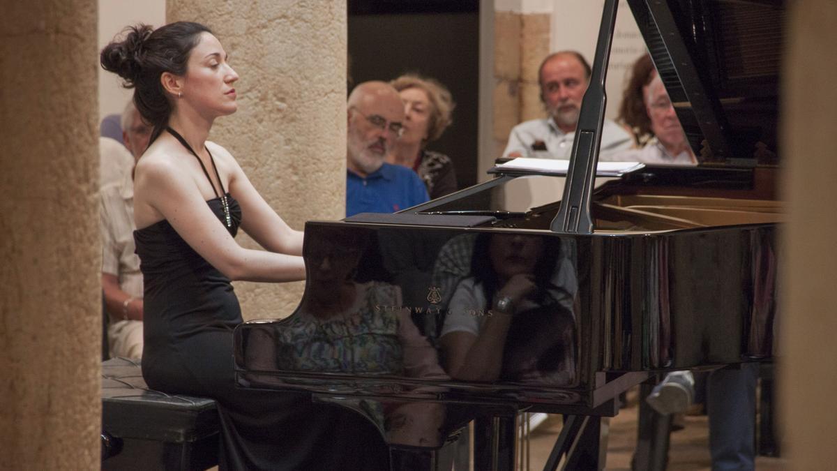 Noelia Rodiles, durante un recital musical.
