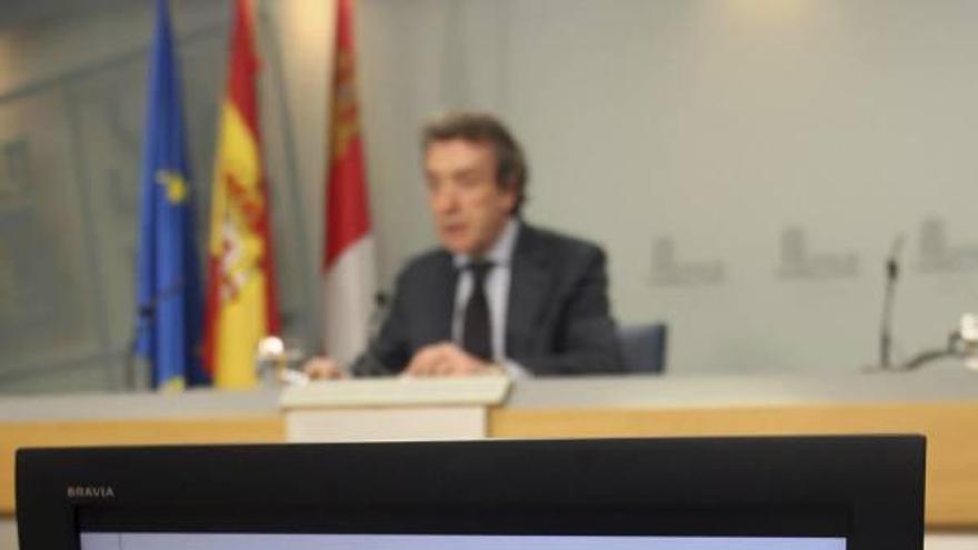 La Junta apremia a las Cortes para que el «céntimo sanitario» se aplique en marzo