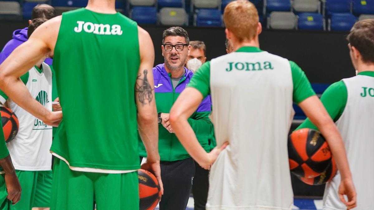 Katsikaris, con sus jugadores.