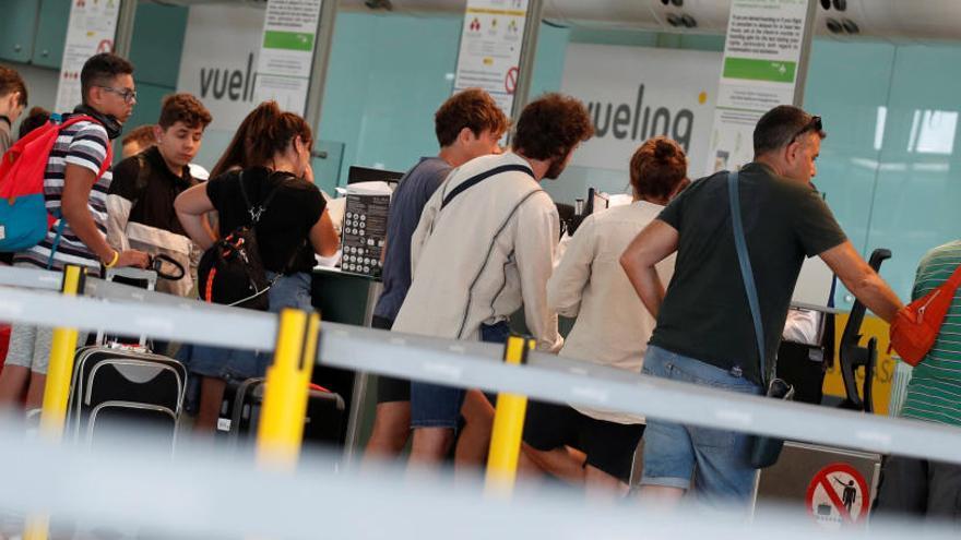 La huelga de los trabajadores de tierra de Iberia en Madrid y Barcelona cancela 44 vuelos