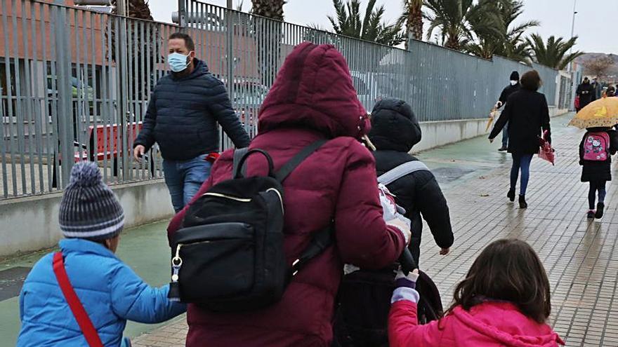 El IES Carrús da pases a los alumnos de nocturno por el toque de queda