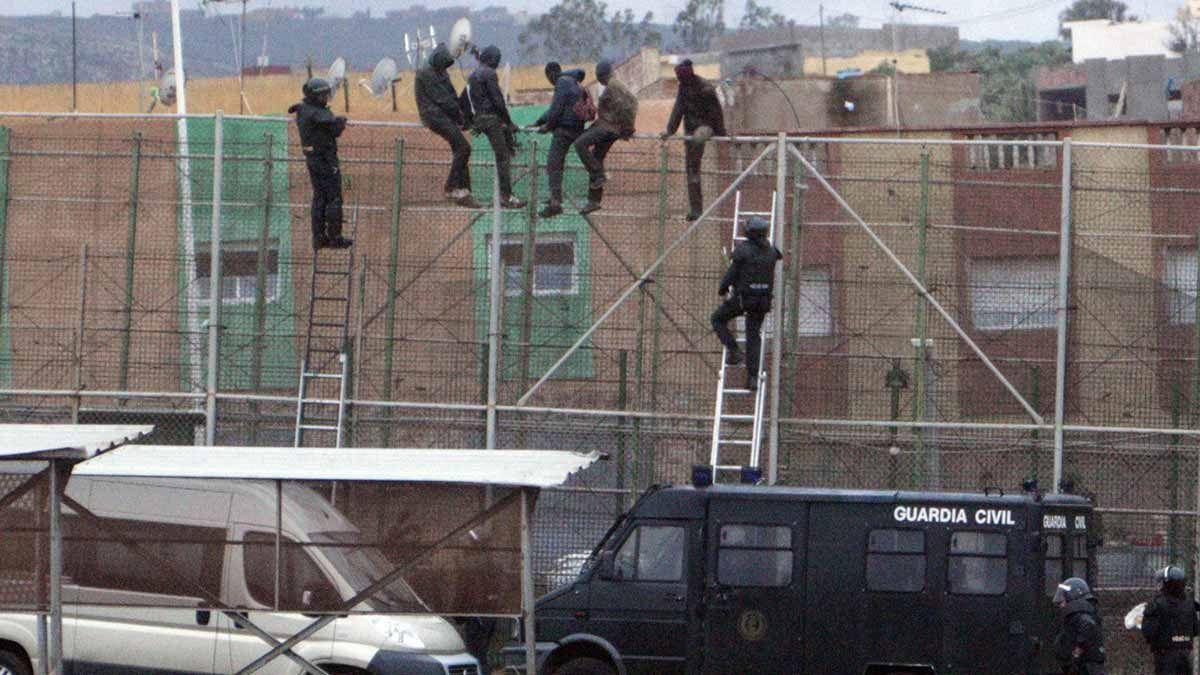 Subsaharians intenten entrar a Melilla