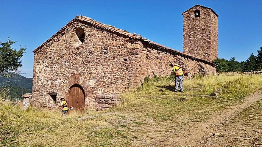 El parc del Cadí neteja els entorns i accessos del santuari del Boscalt