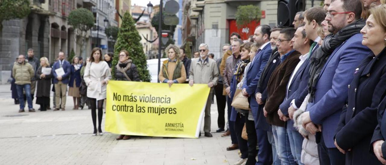 La Junta se altera con el discurso de Vox, el asturiano y la violencia machista
