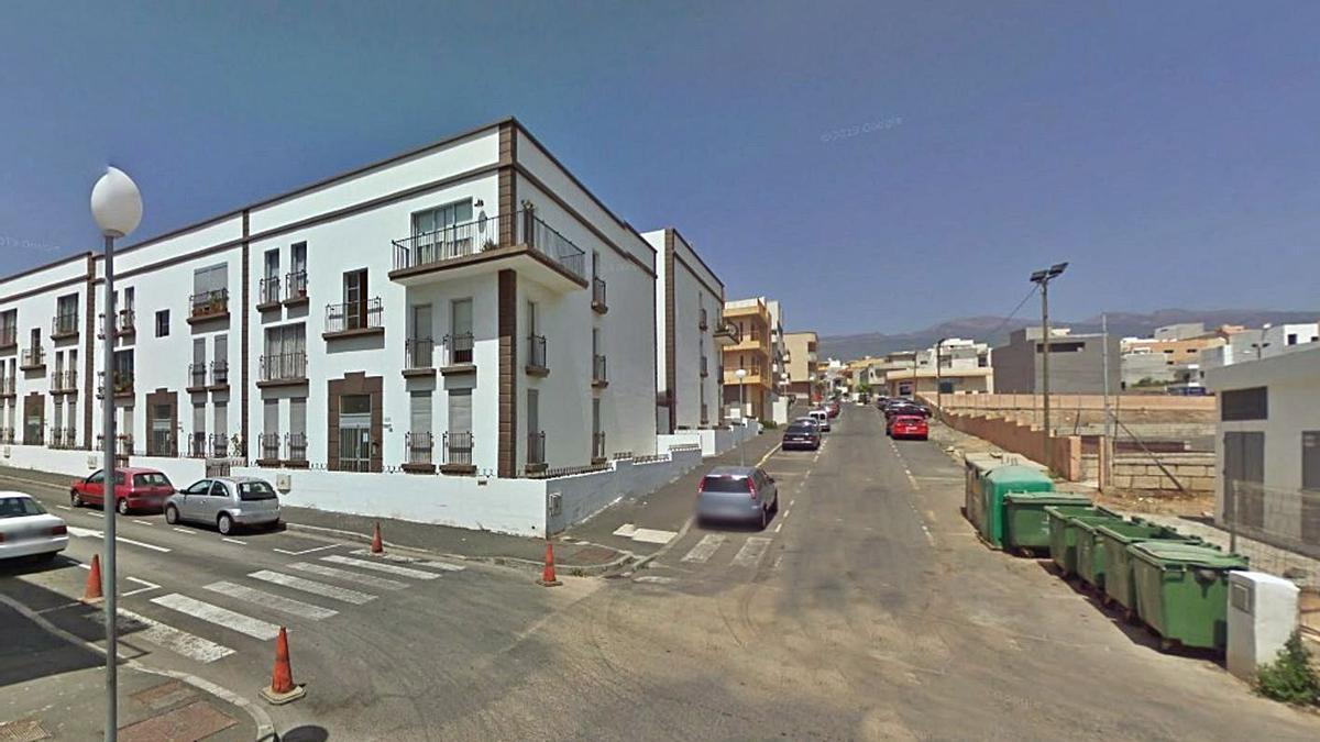Calle Mata, en San Isidro, donde se encuentra la vivienda de la familia desahuciada.