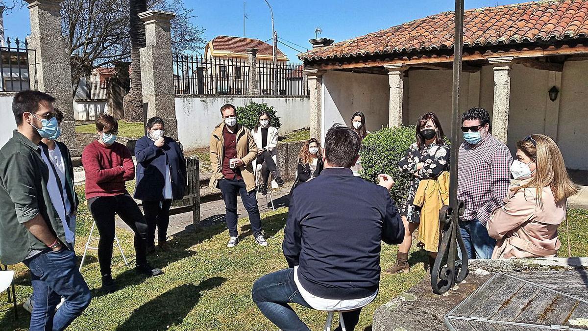 Primera actividad presencial en el 'coworking' de Arenaza desde el confinamiento, el pasado jueves.  | // L.O.