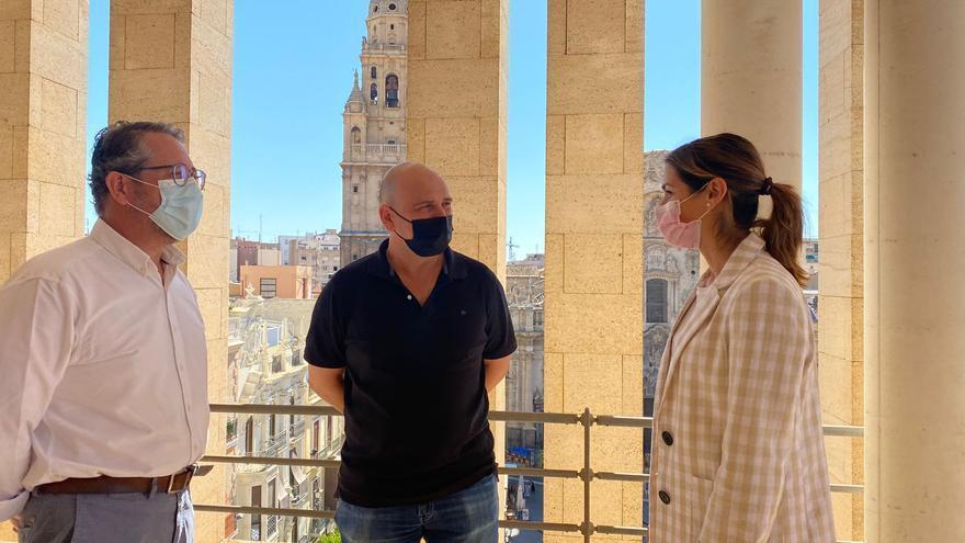 Un trabajador del Ecopunto de Murcia encuentra 3.500 euros y los devuelve a su dueño