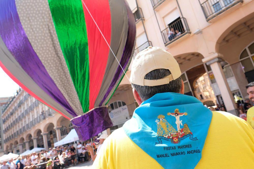 Traca y suelta de globos en las fiestas de Elda