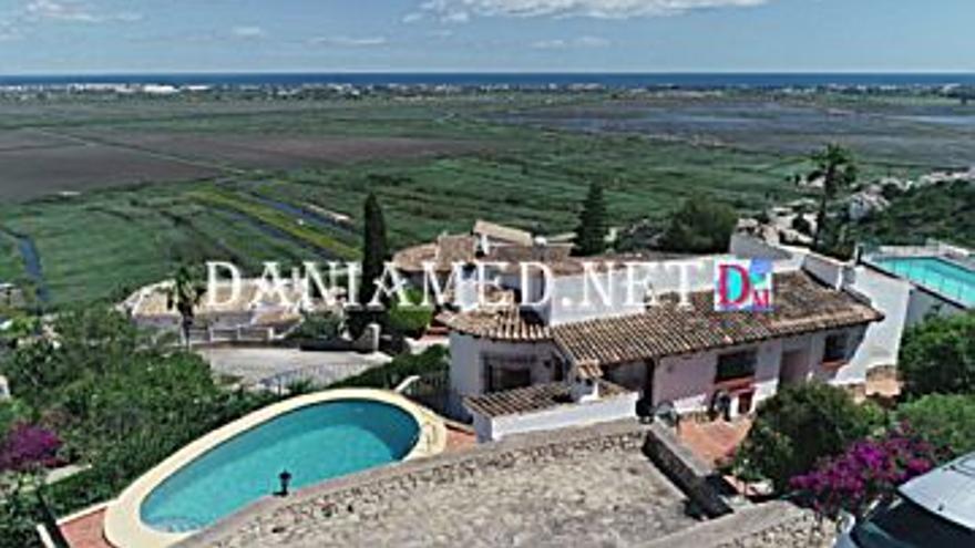 289.000 € Venta de casa en Pego 1100 m2, 4 habitaciones, 3 baños, 263 €/m2...