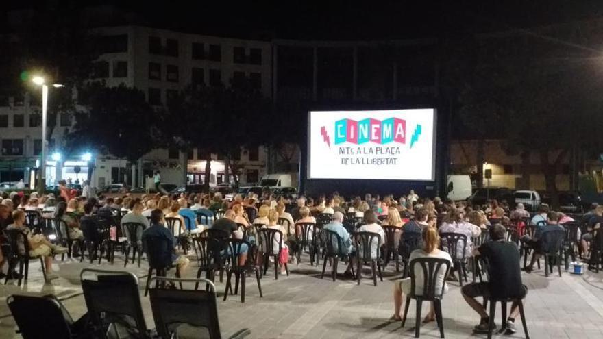 Las plazas de Torrent acogen a más de 5.100 espectadores con Cinema Nits