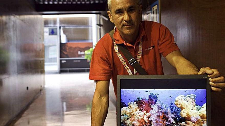 """Amigos del Museo de Anclas concede su """"Pergamino"""" al fotógrafo Jorge Candán"""