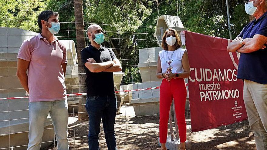 Cultura valla la escultura 'Homenaje a Gaudí' tras los últimos ataques vandálicos