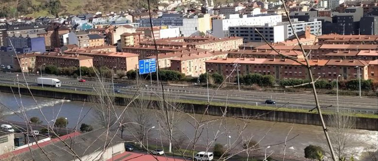 La autovía Oviedo-Campomanes, a su paso por el casco urbano de Mieres. | D. M.