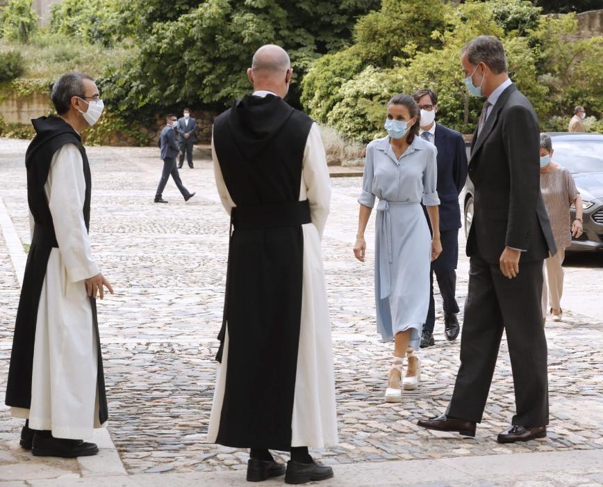 Els Reis visiten el monestir de Poblet enmig de protestes i un fort dispositiu policial