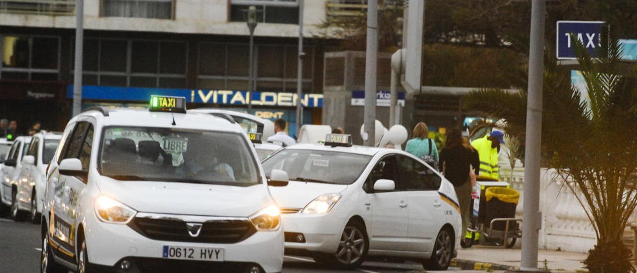 El tripartito se escuda en el Supremo para recuperar los días libres del taxi