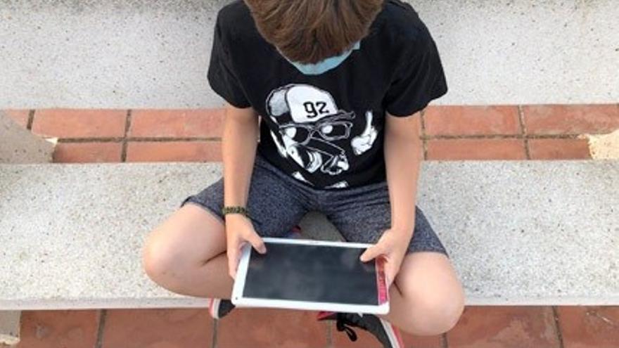 Investigadores valencianos y británicos desarrollan un modelo comunicativo contra el ciberacoso sexual a menores