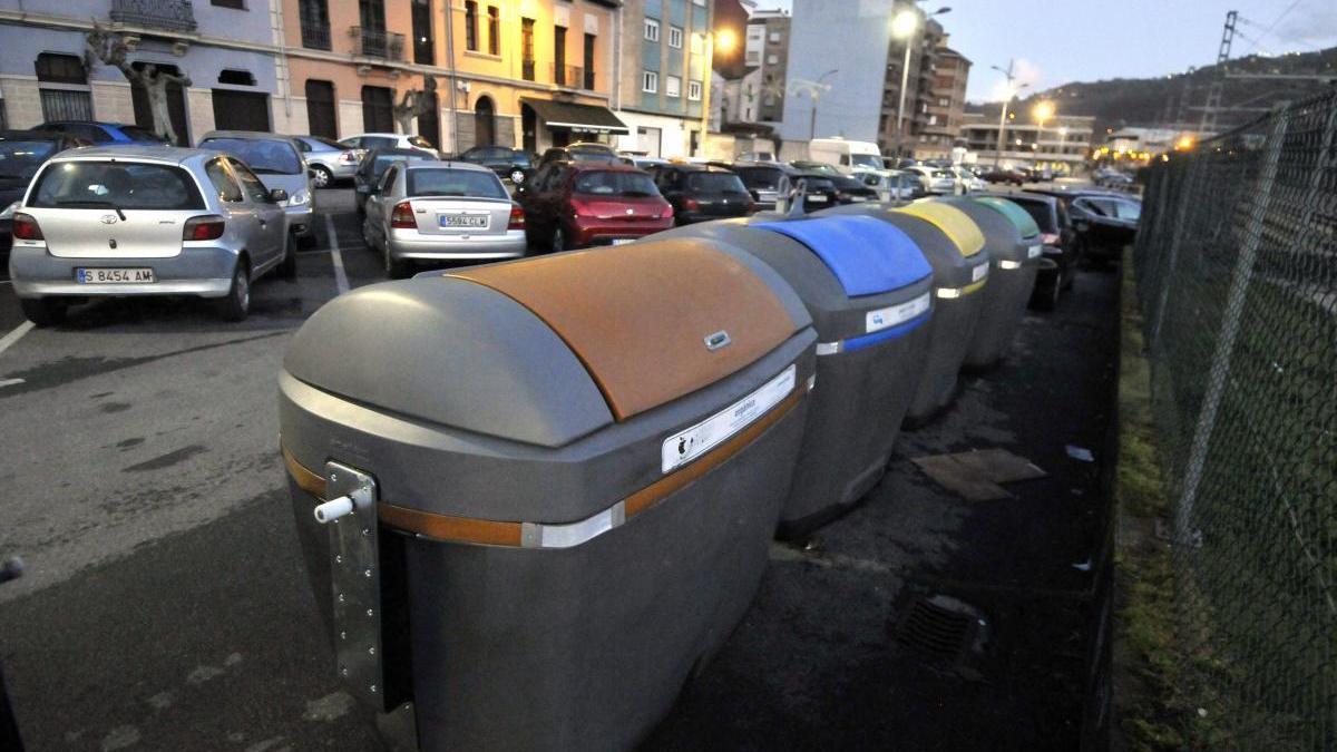 Un contenedor de basura orgánica en Sama.