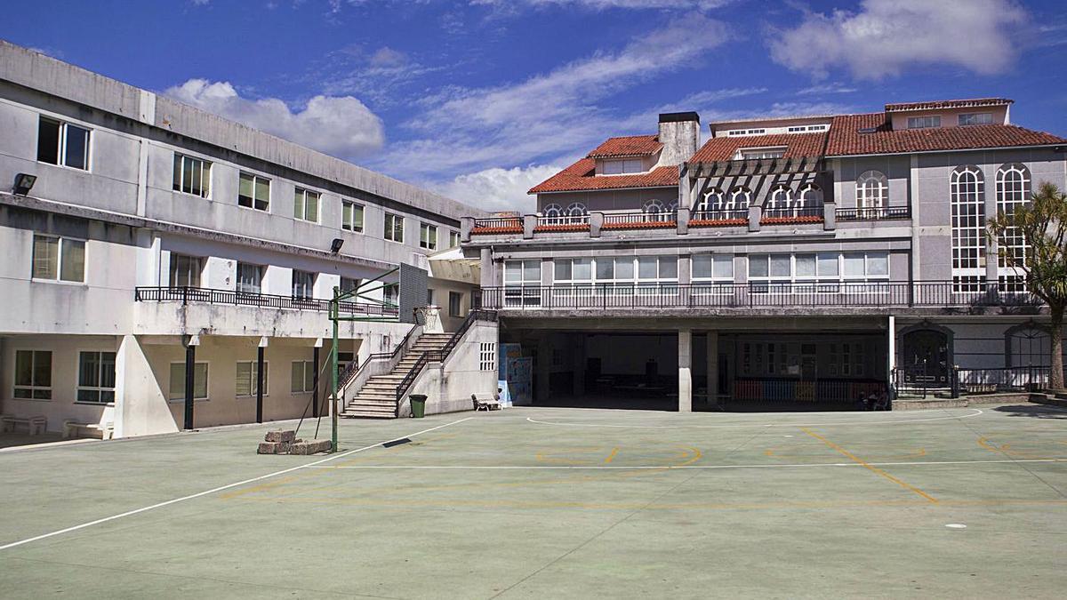 Panorámica del patio del colegio Sagrado Corazón do Deza de Lalín.    // BERNABÉ/ANA AGRA