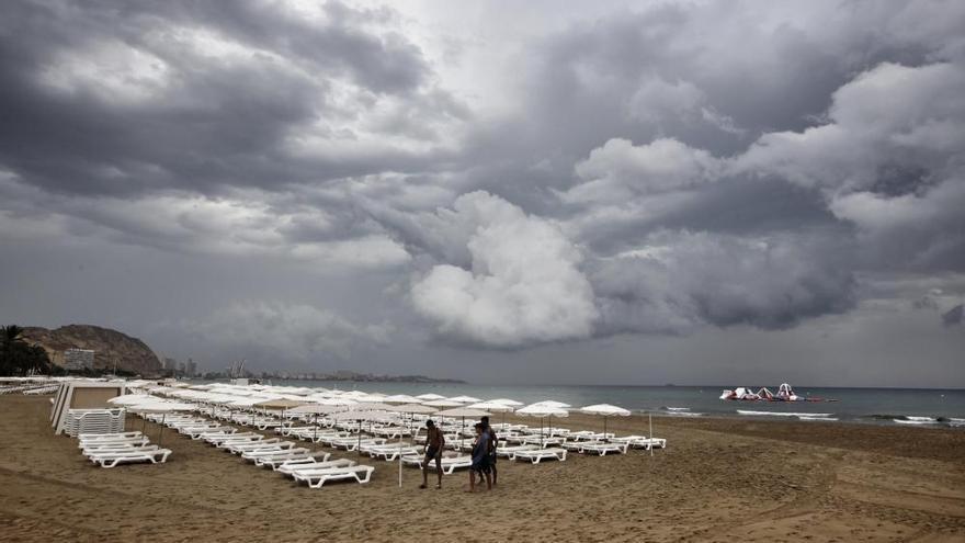 La provincia amanece con alerta por chubascos fuertes en zonas como Alicante, Elche y Benidorm